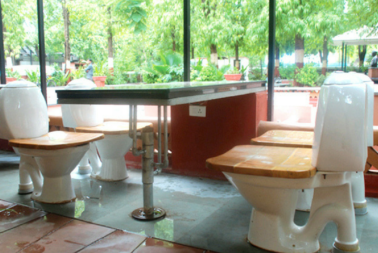 Nature's Toilet Cafe