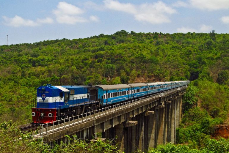 Konkan_Railway_-_views_from_train_feature