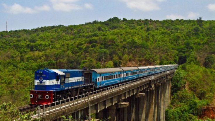 Konkan_Railway_-_views_from_train_feature
