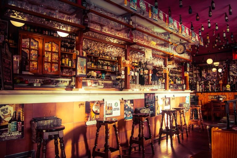 4 Classic Bars In Delhi Not To Be Missed Curly Tales