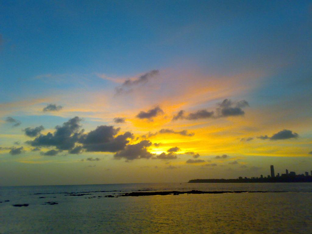 Yellow_sunset_at_marine_drive