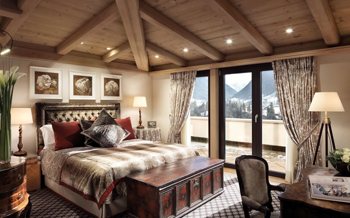 Gstaad Palace - Curly Tales