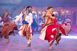 Ranveer-and-Deepika-Playing-Dandiya-in-Ram-Leela-Movie-001