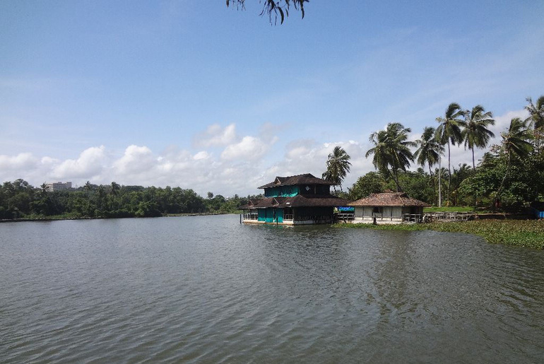 This Two-Storey Restaurant In Thiruvananthapuram Allows You To Eat Floating In The Middle Of The Sea