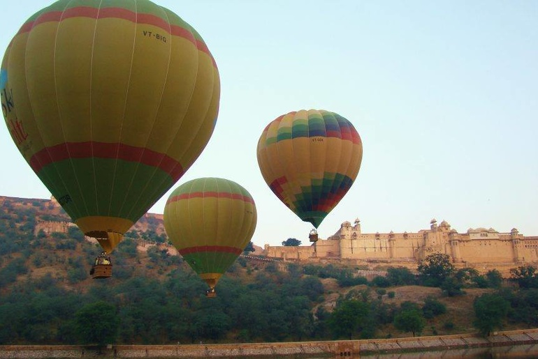 Hop On This Hot Air Balloon Ride Near Delhi NCR | Curly Tales