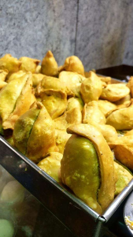 best samosa places in bangalore, poonam sweet centre