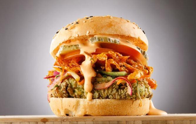 Burger at RocoMamas