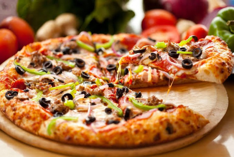 If You Can Do Pull-Ups Then You Can Also Win A FREE Pizza At This Delhi Cafe!
