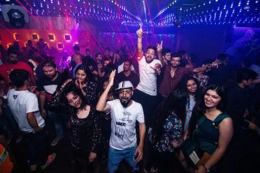 Best Parties In Bangalore For New Year 2020, no limmits bar & lounge