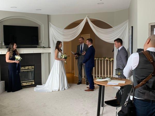 couple got married coronavirus