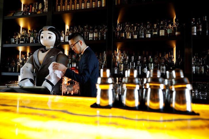 robots make cocktails in south korea