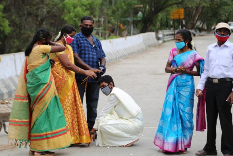 Couple marries at Tamil Nadu-Kerala border