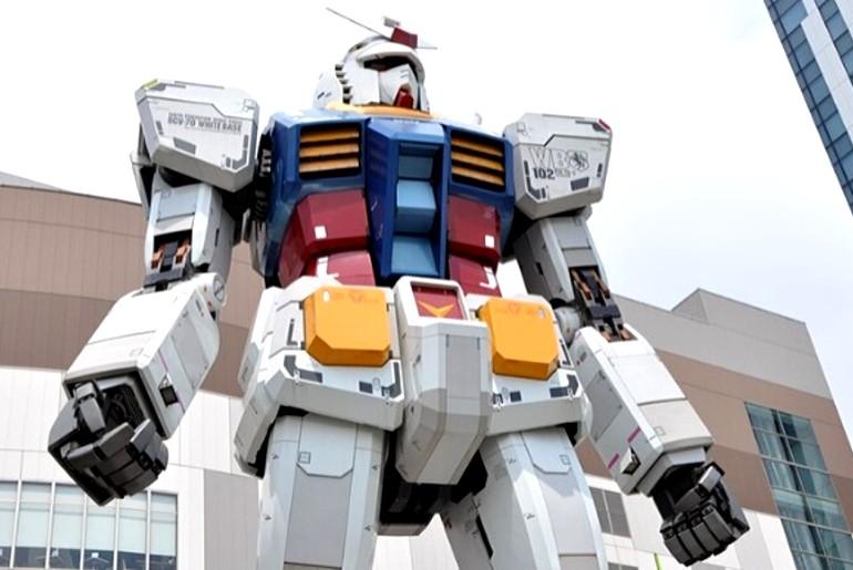 60 feet robot japan
