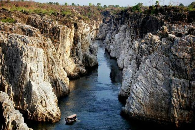 Bhedaghat In MP Cliff Diving