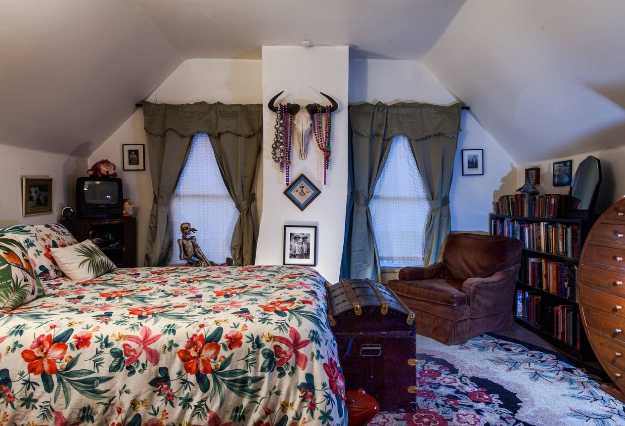 10 Airbnbs From Around The World That Are Haunted