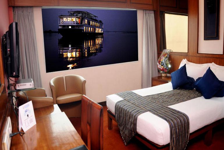 Floating Hotel In Kolkata
