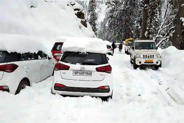 Tourists Stranded Atal Tunnel Snowfall