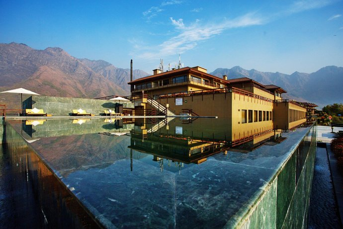 lake resorts in india