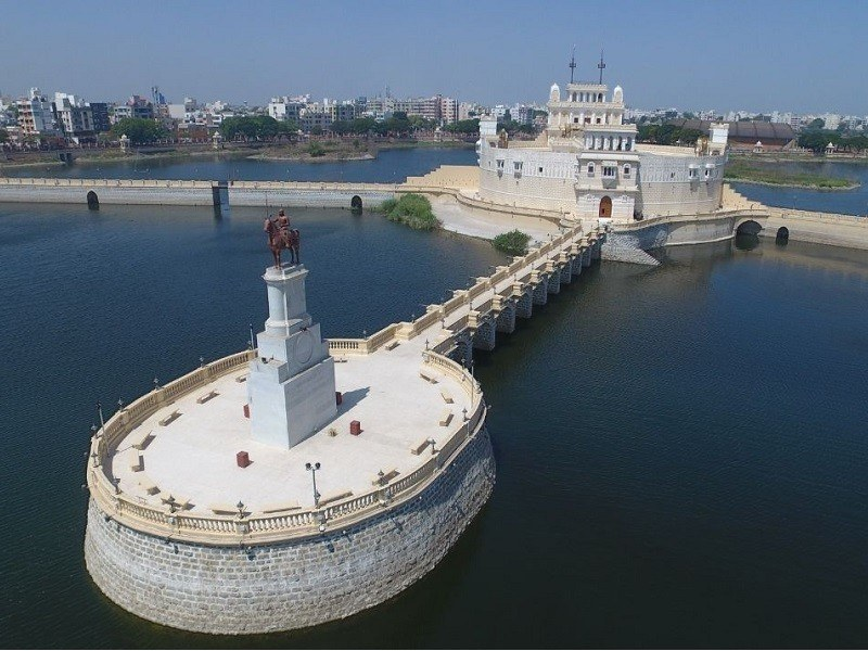 sea forts and water palaces in india