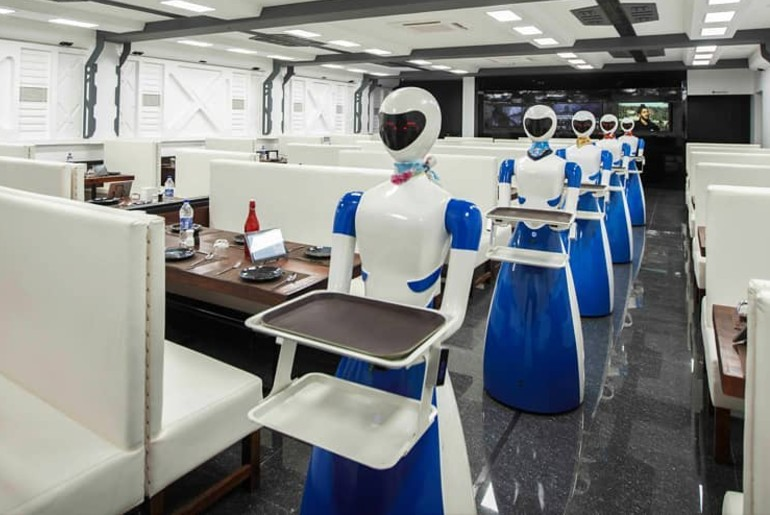 restaurants hire robots